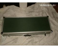 Számzáras fegyver táska(fém)+céltávcső+oldható szerelék.
